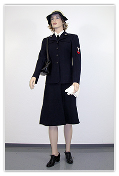 US Navy - Personnel feminin tenue bleue  (Service Dress Blue)